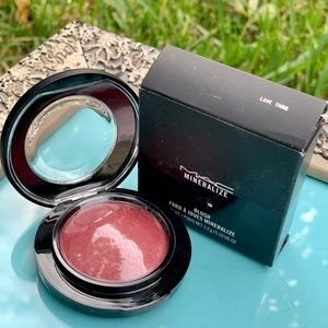 "MAC mineralize blush in ""Love Thing"""